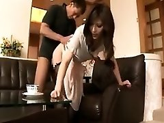 Štíhlá Japonská žena v domácnosti miluje, aby se to hluboký a hrubý