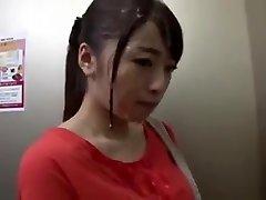 Publick Bukkake, Dívka, Japonec