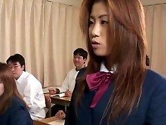 Učitel instruuje studenta v cum swap a spolknout