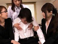 Giapponese lingerie cougars la condivisione di un giovane ragazza