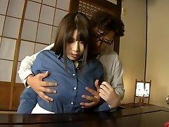 Šílený Japonský model Chitose Saegusa lízání Nadržená, bbw JAV clip