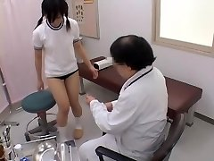 Teen dostane její kundu vyšetřen zlobivé gynekologa