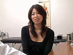 Roztomilá Japonská děvka napěchované zezadu během lékařské zkoušky