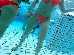 sexy asiatica e ragazze adolescenti nice butts in piscina