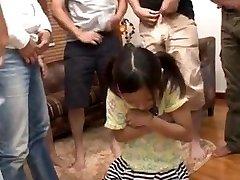 jauna mergina iš japonijos