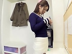 College honey gives an superb blowjob