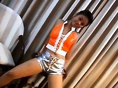 Hot Chicka Filipina Displaying Her Tight Butt