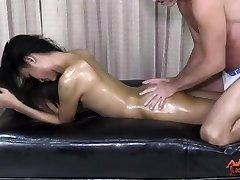 LadyboyPlay - She-male Iceland Oil Massage