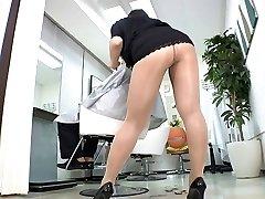 Reiko Nakamori Sexy Barber In Stockings