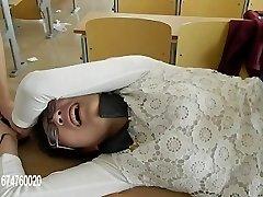 gâdilat chinez, profesorul devine chinuit și gadilat de elevi