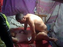 bunicul închiriază un chinez pizde