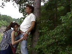 Japonais qui souffle dans les bois