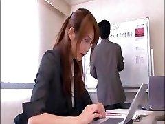 Naughty Asian office worker ruft genagelt, von dem Chef in den Konferenzraum