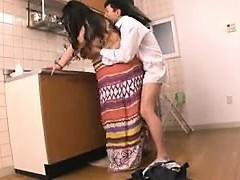 Chunky Oriental de femme au foyer se fait baiser hard par son amant dans
