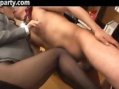 Secrétaire Sperme Sur Ses Collants Japonais