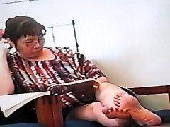 Candide Asiatique Semelles(regarde la caméra)