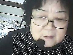 Chat avec les pays d'Asie grand-mère