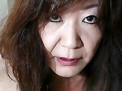 Japonais Mamie montre les Seins et la Chatte