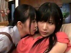 femme de chambre de la mère de la fille en action lesbienne