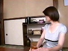 יפנית אמא מנחם הנער הצעיר F70