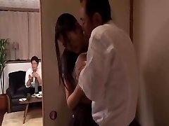 אני ממשיך להיות מחויב בעלה של הבוס למעשה Mio Kitagawa