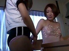 Hot Asian Koolitüdruk Võrgutab Abitu Õpetaja
