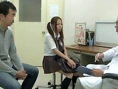 בדיקה רפואית עם אסיאתיות שוות שועלה להיות זיין על ידי תלה את הרופא