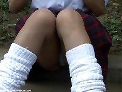 שערות ערווה וגם את התחתונים מתחת לחצאית