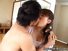 חרמנית יפנית MILFS מוצצת ומזיינת