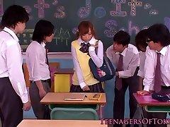 יפנית bukkake נוער בכיתה, ביד זין