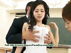 Sora Aoi nevainīgu sexy japāņu studentu kniebjas klasē