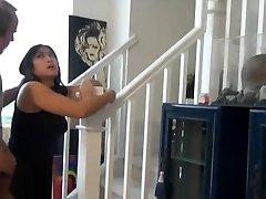 chubby asiatiske nevø knulle og creampie på trappene