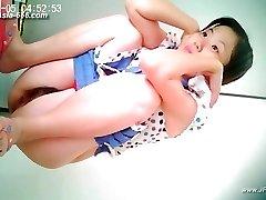 chinesische Mädchen gehen auf die Toilette.26