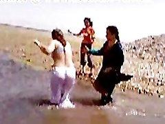 Pakistani Sindhi Karachi Aunty Naked Sea Bath