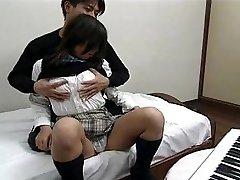 Asiatischen Im Schule uniform, ficken und schlucken
