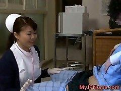 Super seksi japanske medicinske sestre отсасывает