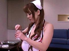 Busty japanische Krankenschwestern im medizinische threeway Spaß