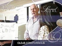 Søte Asiatiske elev får en for En gammel lærer knulle henne og cum svelge