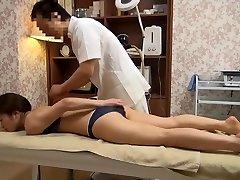 Občutljive Žena Dobi Sprevržene Masaža (Cenzurirano JAV)