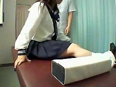 Kot nalašč Jap kurba uživa pokvarjenega masaža v skrita kamera video