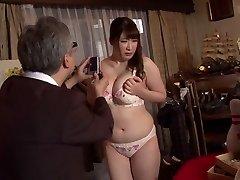 Pohoten Japonski kurba Chitose Saegusa v Noro javnosti, striptiz JAV video