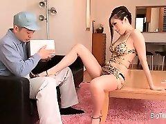 Kajenje vroče Asian gospodinja zapeljevati služkinjo part3