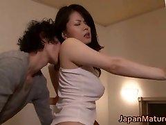 Miki Sato nipponjin érett lány