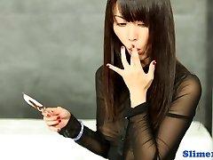 Azijske gloryhole zabave z cumlicking solo dekle