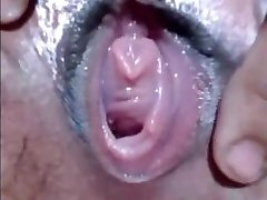 CLOSEUP WET PUSSY FINGERING