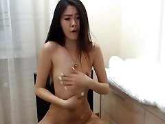 handsome korean girl squirts on cam