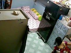 nezavarovane varnostne kamere - mati & hči po kopeli