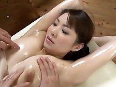 čudovito japonski model yuna aino v pohoten troje, masaža jav scene