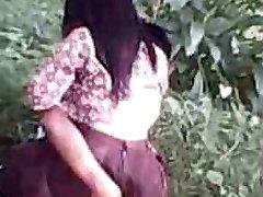 إندونيسيا - cewek الجلباب ngentot في الهواء الطلق