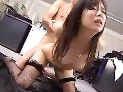 Japán munkavállaló dolgozik a főnöke egy kis szex után jutalom